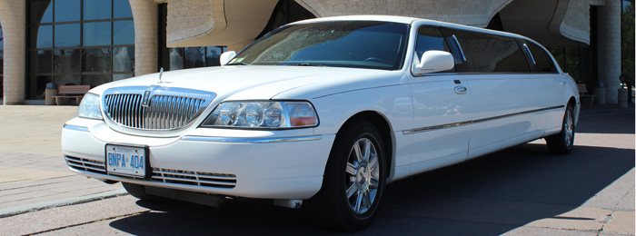 Outside of Lincoln Executive 8 Passenger Stretch Limo